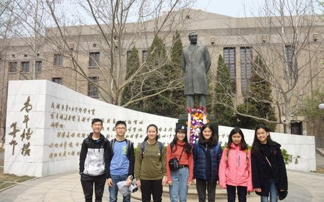 Students on exchange to Nankai High School