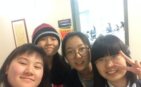 Students on exchange to High School Affiliated to Fudan University