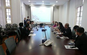 Visit by education officials and teachers from Beijing
