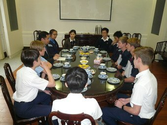 Tea with exchange students from Australia and South Africa - Photo - 3