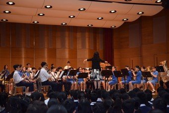 Performance by Wind Band and Senior Mixed-voice Choir - Photo - 1